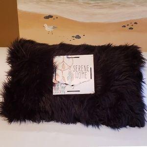 SERENE HOME Fuzzy Faux Fur Black Throw Pillow